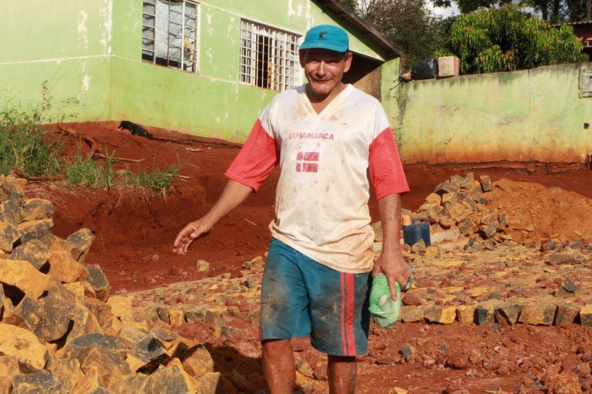 João Oliveira, que reside na Rua Mamborê, está feliz com a obra