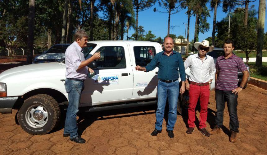 prefeito Miguel Amaral recebe chave do veículo
