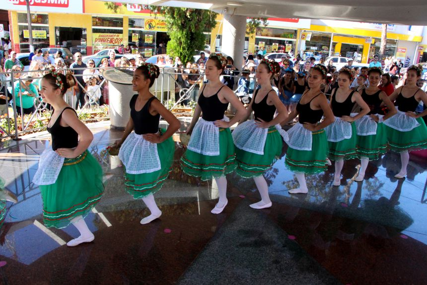 Prefeitura de Ivaiporã e Pavlova Ballet levam dança, artesanato e saúde à Praça Manoel Teodoro da Rocha