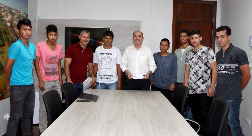Prefeito de Ivaiporã recebe visita do mestre da Academia de Artes Marciais Tigres Asiáticos