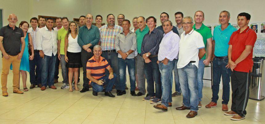 Artagão Júnior reúne-se com prefeito de Ivaiporã e lideranças para reforçar empenho na construção do Cense e Delegacia Cidadã