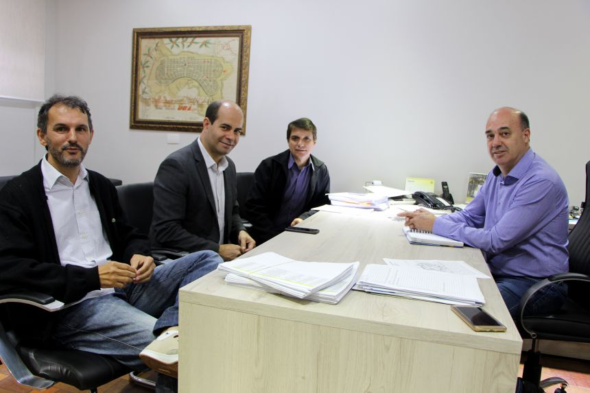 José Vares e Evandro Araújo são recebidos por Sergio Silva e o prefeito Miguel Amaral