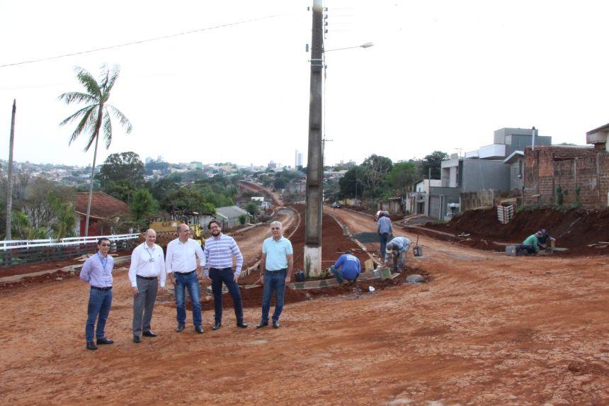 Prefeito e equipe da Caixa Econômica visitam Avenida Maranhão