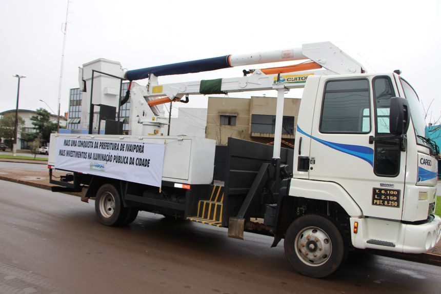 Prefeitura de Ivaiporã adquire caminhão de iluminação pública