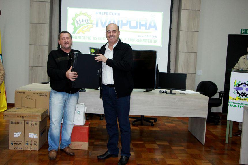 CMDCA entrega Plano Decenal e equipamentos à Prefeitura de Ivaiporã
