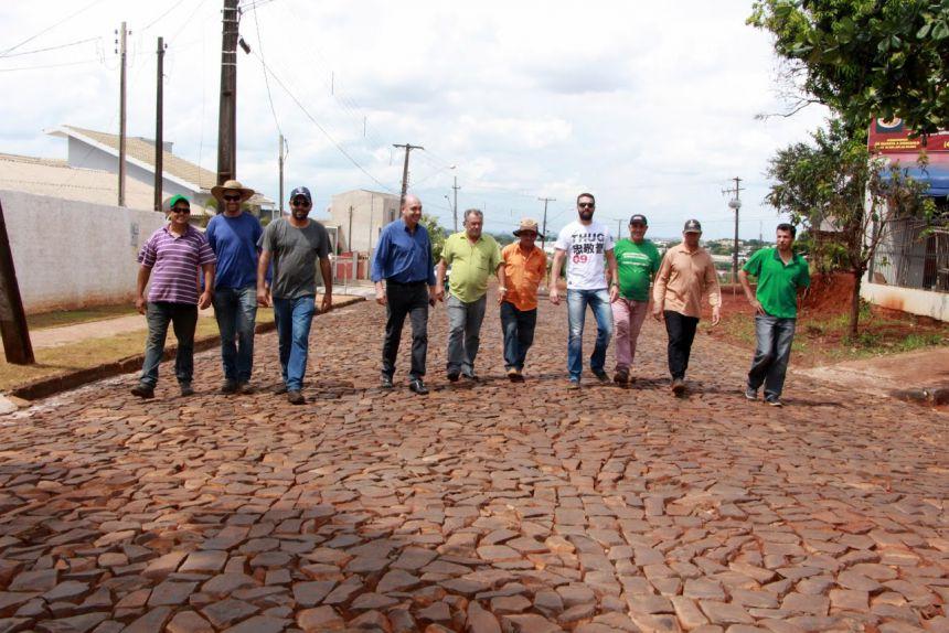 Moradora agradece à Prefeitura de Ivaiporã por obra de pedras irregulares