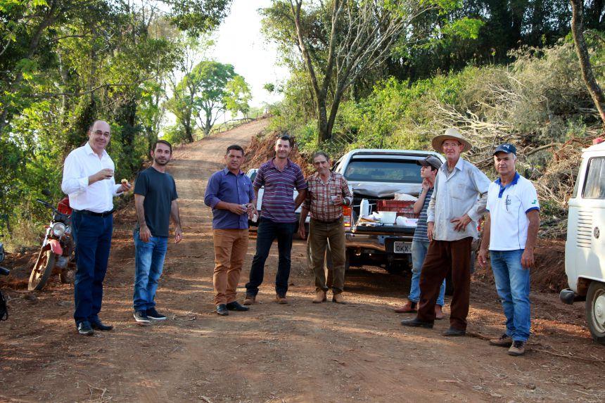 Prefeitura de Ivaiporã executa serviços na Estrada Três Ranchinhos