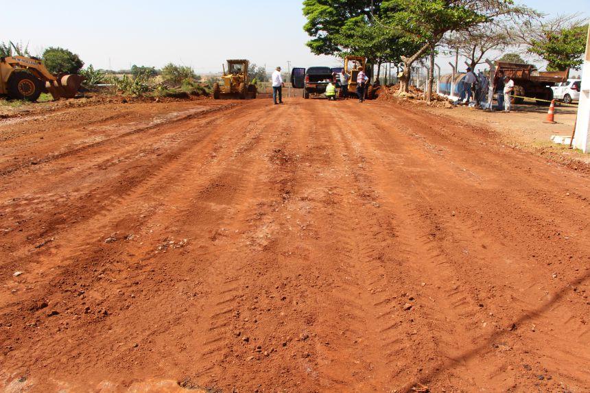 Prefeitura de Ivaiporã executa obras de estabilizador de solo e asfalto no Jardim Itapoá
