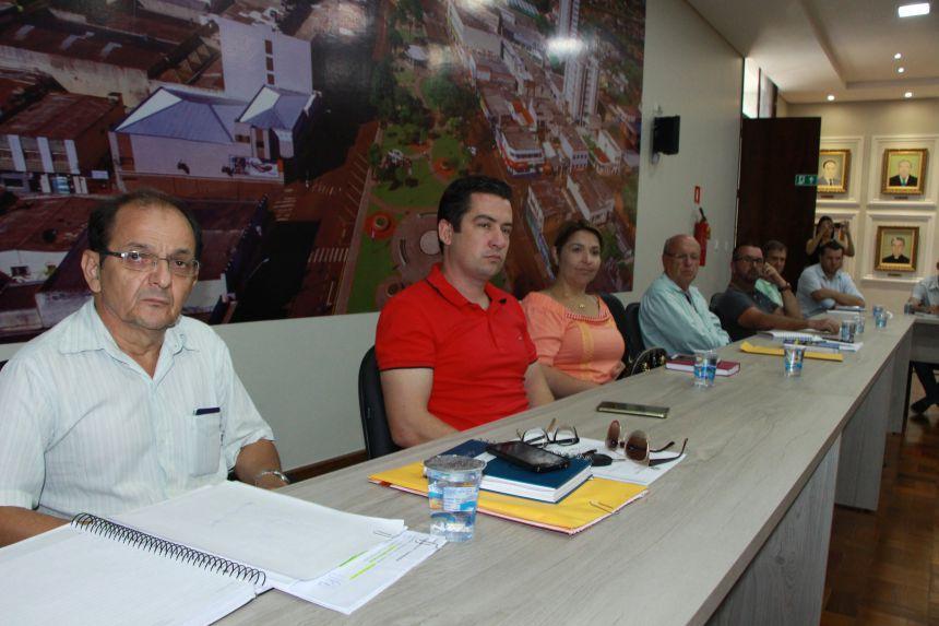 Servidores acompanham debate sobre implanta��o do servi�o