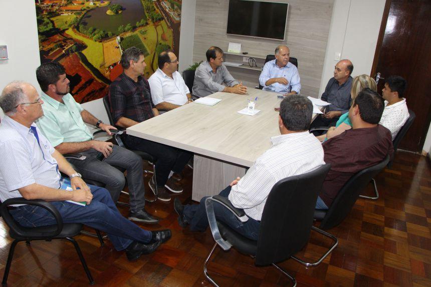 Debates concluídos na sala de reunião