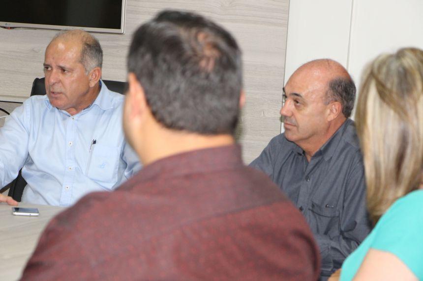 Ap�s debates, Almir de Almeida e Miguel re�nem-se com prefeitos