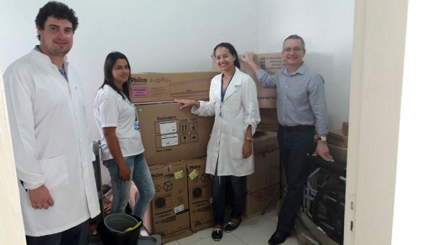 Claudeney Martins entrega equipamentos à equipe da UBS São Luiz