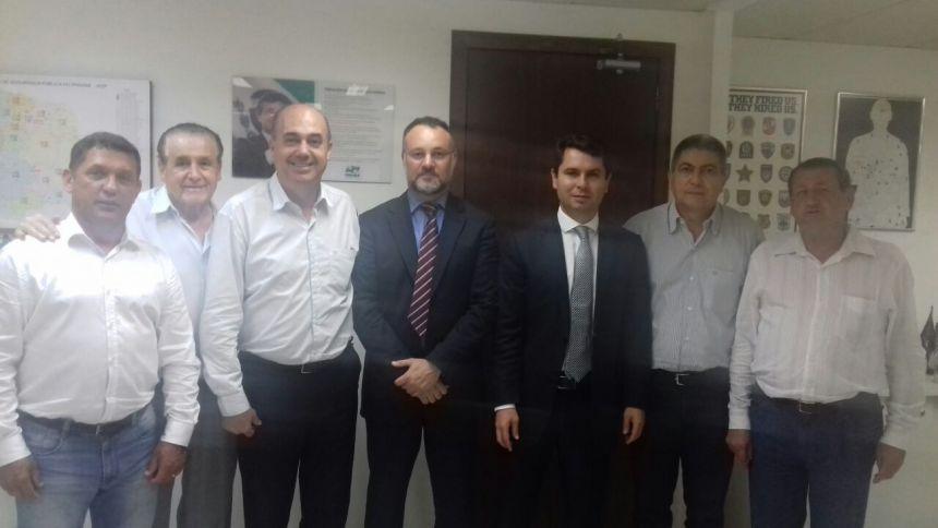 Prefeito e membros do Conseg de Ivaiporã se reúnem com secretário de Segurança do Paraná