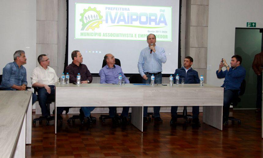 Ricardo Barros é recebido no salão nobre da Prefeitura