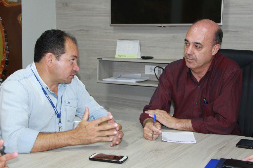 Luiz Jacovassi explica ao prefeito como serão executadas as obras