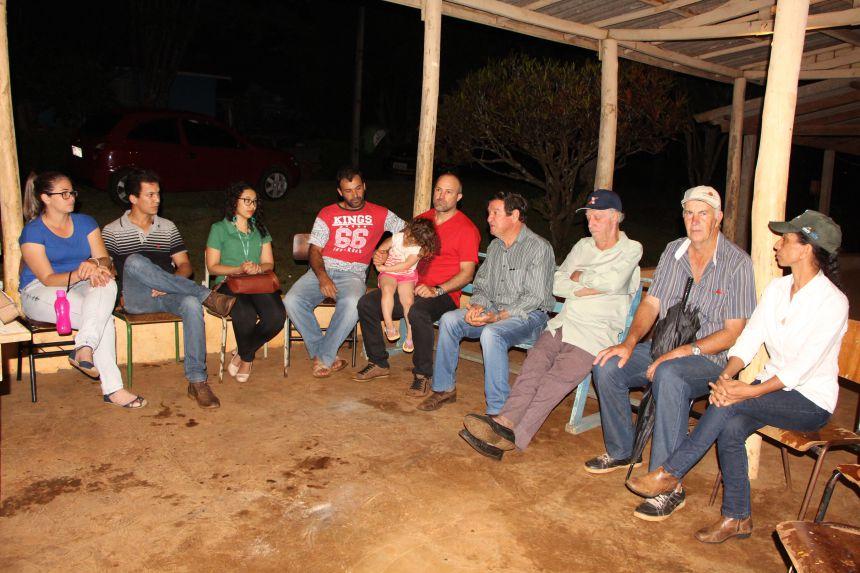 Prefeitura apresenta programa Ivaiporã Frutifica aos produtores da Vila Rural