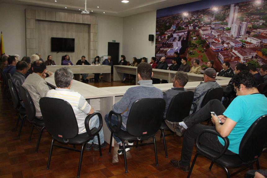 Na reunião fica decidido que o Departamento Municipal de Obras irá mapear as vilas e bairros