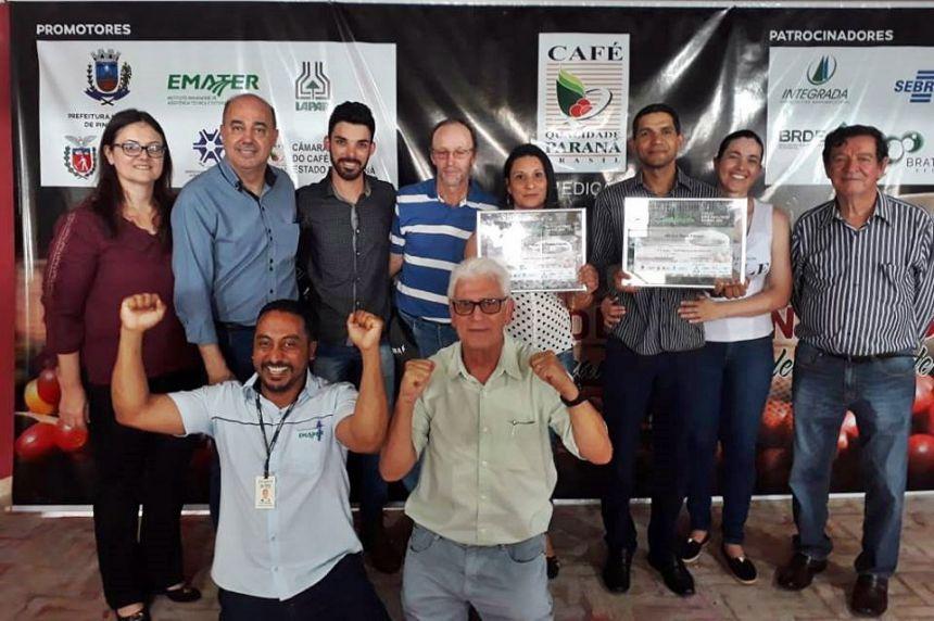 Prefeito, primeira-dama, técnicos da Emater e premiados comemoram conquista