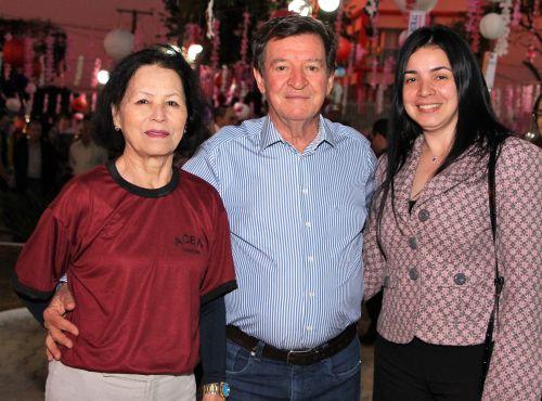 Maria Aparecida Salla com o marido Adir Salla e a filha Andrea Salla