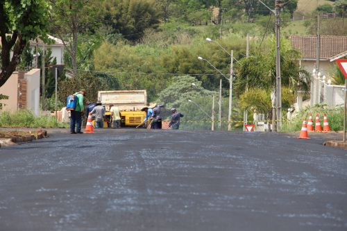 Ruas e avenidas centrais são recapeadas em Ivaiporã