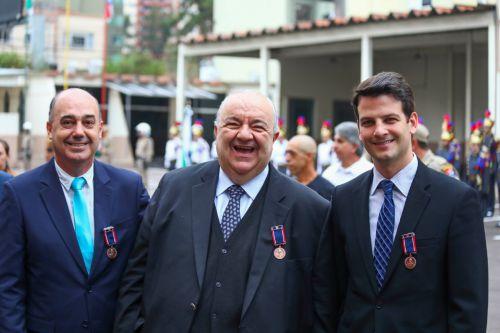 Também recebem Medalha de Honra prefeito e vice-prefeito de Curitiba, Rafael Greca, e Eduardo Pimentel, respectivamente