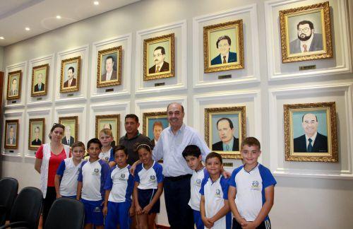 Miguel Amaral e Ilson Gagliano recebem professora e alunos