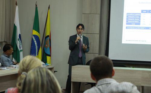 Coordenador do Orçamento do Estado ministra palestra em Ivaiporã a convite do prefeito