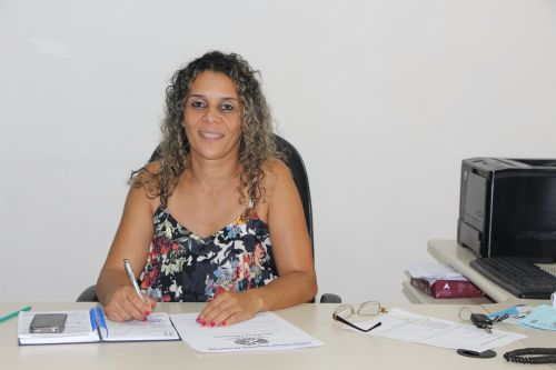 Diretora do Departamento Municipal de Educa��o, Rose Sir�o