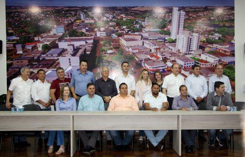 Prefeitos e lideranças registram encontro com Cida Borghetti e Ricardo Barros