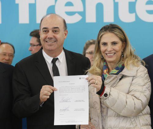 Prefeito de Ivaiporã assina convênios para investir na área da saúde