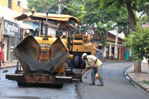 Prefeitura de Ivaiporã executa obra de recape na Rua Santa Catarina e Avenida Aparício Cardoso Bittencourt