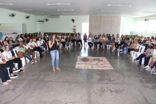 Psicóloga Andressa Santos sensibiliza professores da educação infantil sobre crianças da geração Alpha