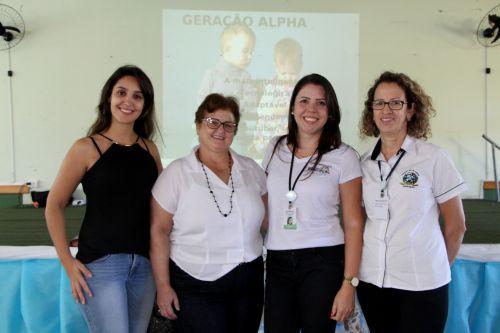 Andressa Santos e as professoras Jacinta Bonfim, Daiane Soares e Tereza Paz dão boas-vindas aos servidores