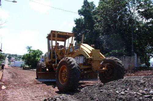 Prefeitura de Ivaiporã executa obra de asfalto na Rua Anhanguera