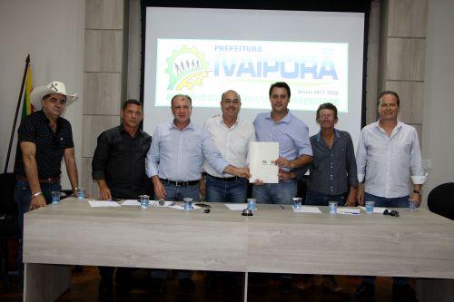 Documento é assinado no salão nobre da Prefeitura