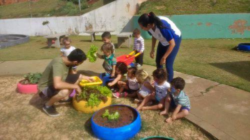 Crianças são orientadas a ter alimentação saudável