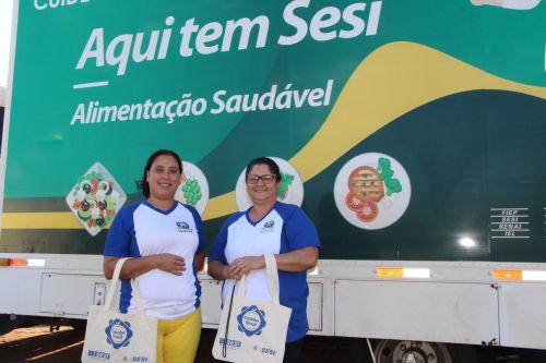 Merendeiras do Departamento Municipal de Educação, Regiane Nunes e Sivana Silva, garantem que oficinas ensinam receitas práticas