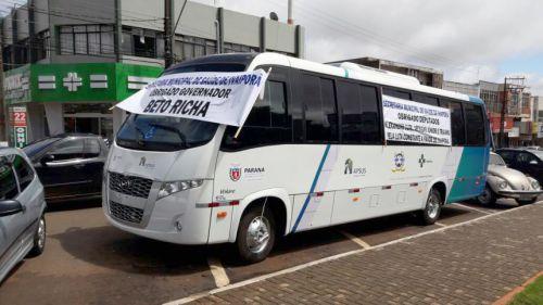 Ônibus adquirido pela Prefeitura, em novembro de 2017, para transporte de pacientes entre Ivaiporã, Londrina e Arapongas