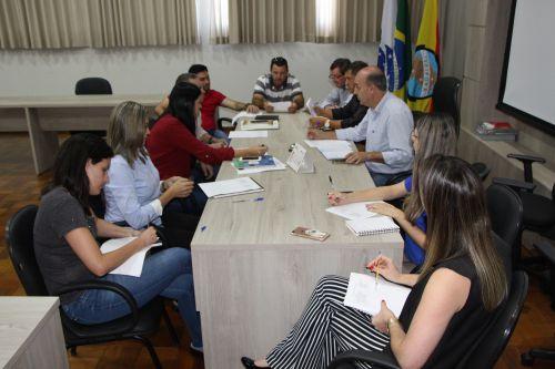 Calendário debatido no salão nobre da Prefeitura de Ivaiporã