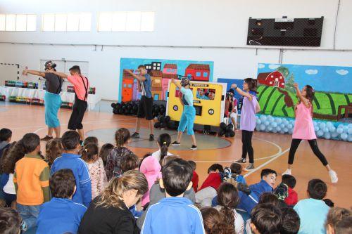 Apresentações despertam atenção das crianças da rede municipal