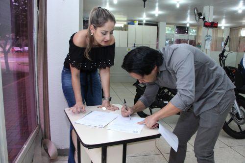 Prefeitura de Ivaiporã entrega moto 0 km referente ao IPTU 2019
