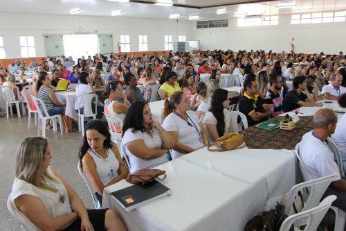 Professores e demais servidores da rede municipal comparecem ao encontro