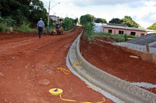 Na Avenida Maranhão, os serviços de asfalto e meio-fio não param