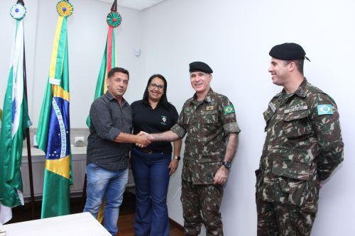 Ilson Gagliano recebe capitão Repukna e o cabo Henrique Silva