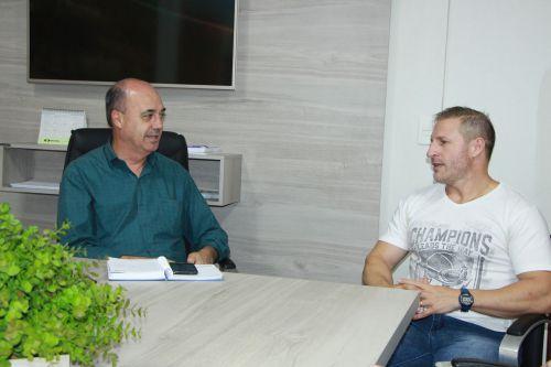 Prefeito apoia parceria com dire��o do Campus da UEM