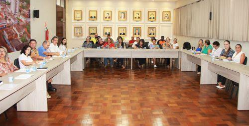 Diretores de departamentos municipais e representantes de �rg�os apresentam datas de eventos