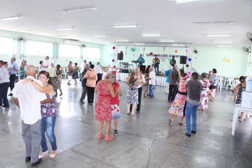Baile de Carnaval da Melhor Idade conta com música ao vivo e decoração carnavalesca