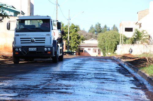 Prefeitura de Ivaiporã dá continuidade à obra de asfalto nas Ruas Panamericano e Apucarana