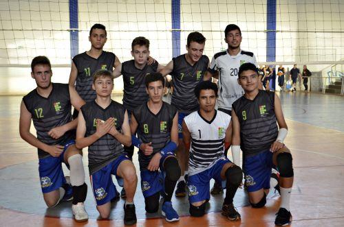 Atletas do voleibol mostram nível técnico equilibrado durante Jeps em Ivaiporã