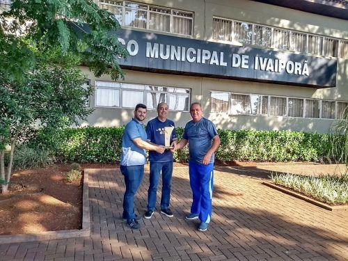 Edgar Aguiar, Miguel Amaral e Edson Andrade com o troféu dos Javis